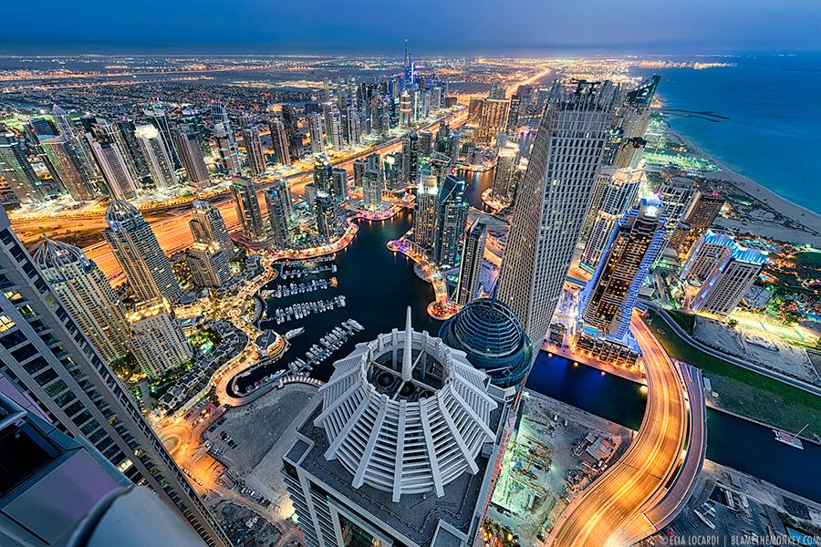 Debemos vernos en este espejo? Elia-Locardi-Travel-Photography-Towering-Dreams-Dubai-UAE-900-WM