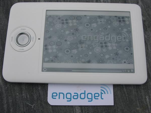 ONYX boox60 电纸书阅读器 Icebin_engadget_boox_shot_600_img_3580
