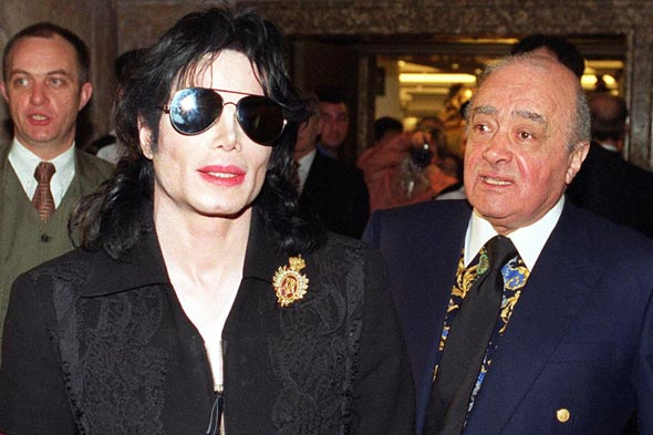 Mohamed Al Fayed erige una statua in onore di Michael - Pagina 3 Mohammed-al-fayed-and-micheal-jackson590aaol-music-news-uk140411