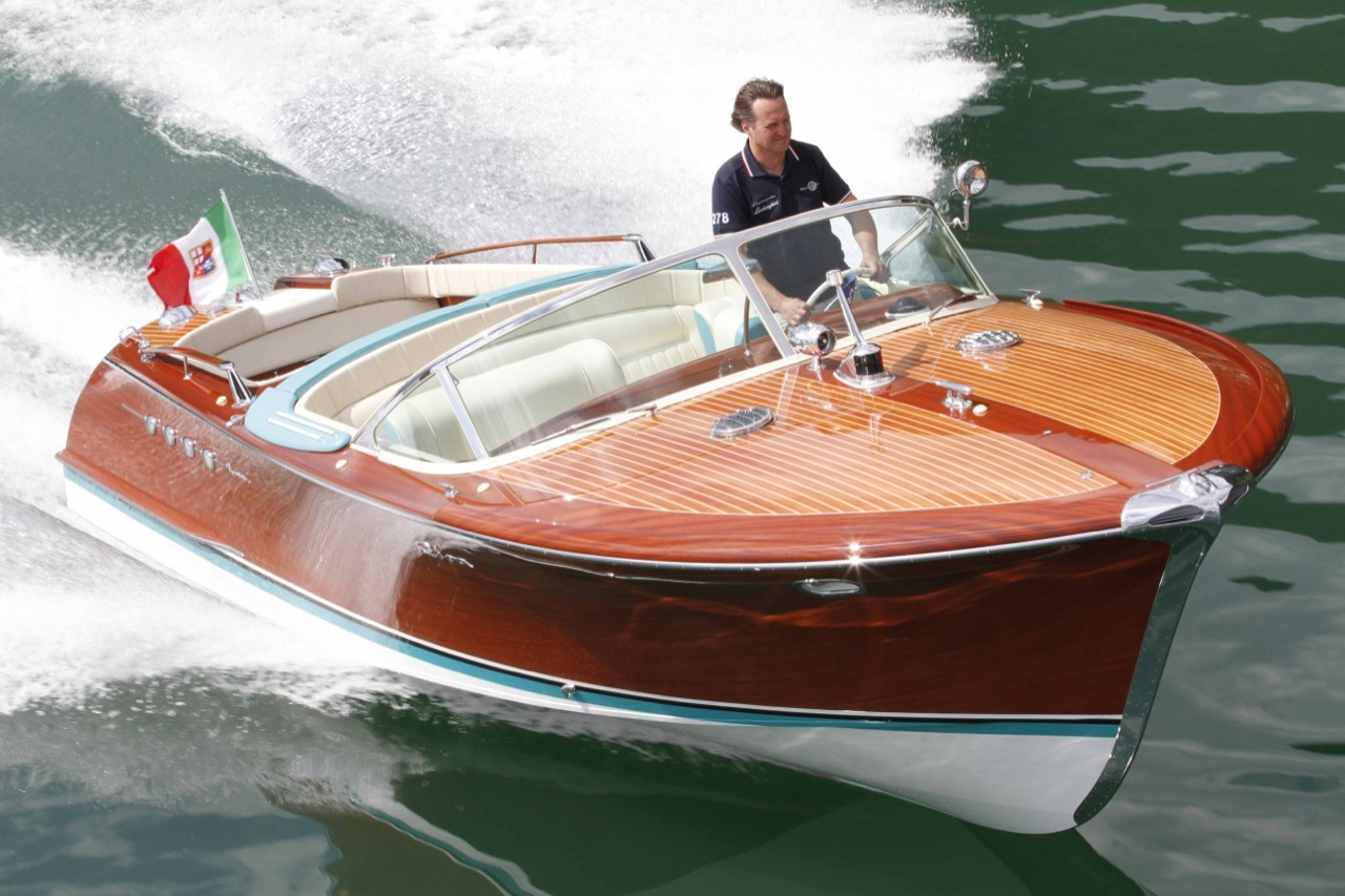 Riva aquarama spécial  au 1/7 Riva-lamborghini-speed-boat-6-1