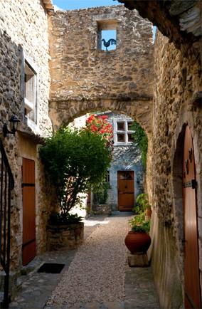 Francuska - Page 2 France-village-alamy