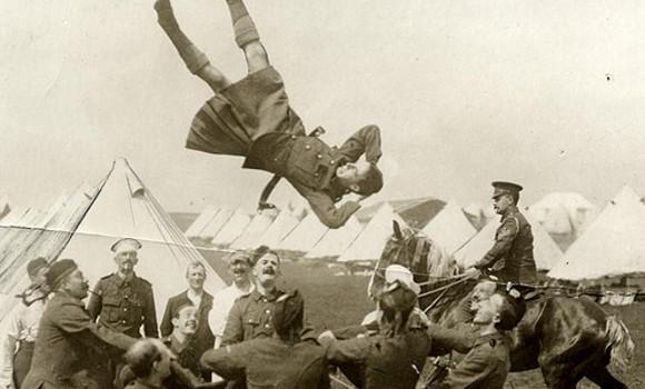 Kilts Militaires WWI - Page 2 Flying_kilt_warrior_rlt_3019093122_037341527c