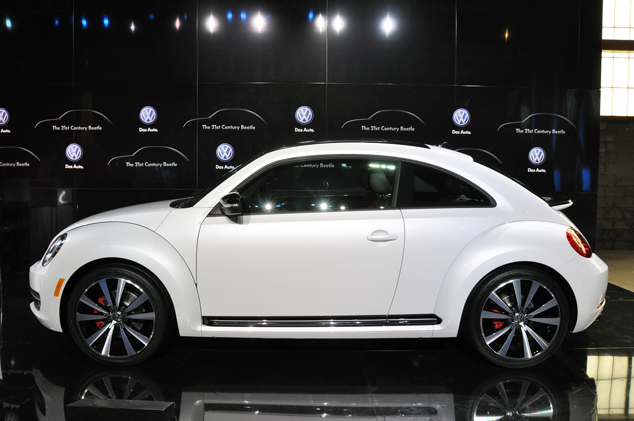 2011 - [Volkswagen] Coccinelle [VW329] - Page 12 03-2012-vw-beetle-debut