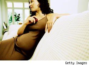 Las mujeres que dan a luz pasados los 35 años envejecen más lento y viven más que otras Embarazo-autismo