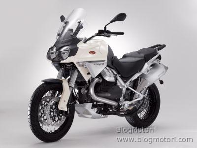 Motori - Page 4 Enduro-guzzi-maxi-moto-quattrovalvole-stelvio-1200-4v-01
