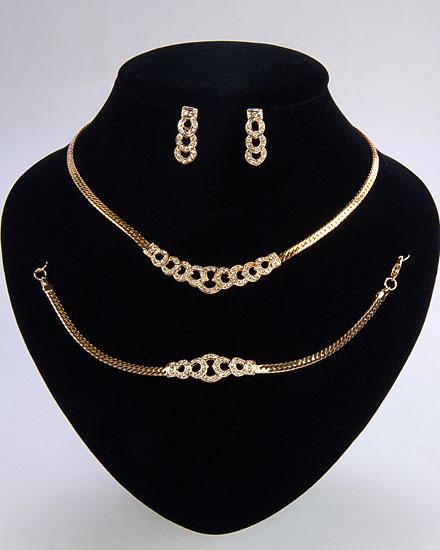 اطقام مجوهرات ذهبية وفضية لك انت وحدك 100772