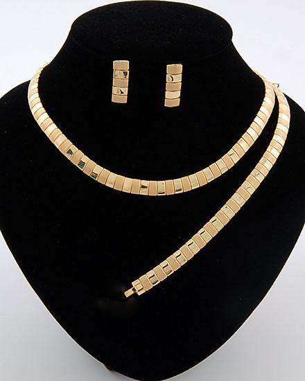 اطقام مجوهرات ذهبية وفضية لك انت وحدك 101236