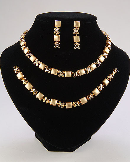 اطقام مجوهرات ذهبية وفضية لك انت وحدك 107004