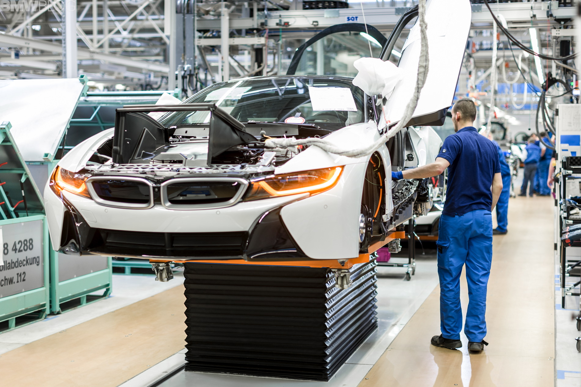 2013 - [BMW] i8 [i12] - Page 17 Assembly-bmw-i-models19