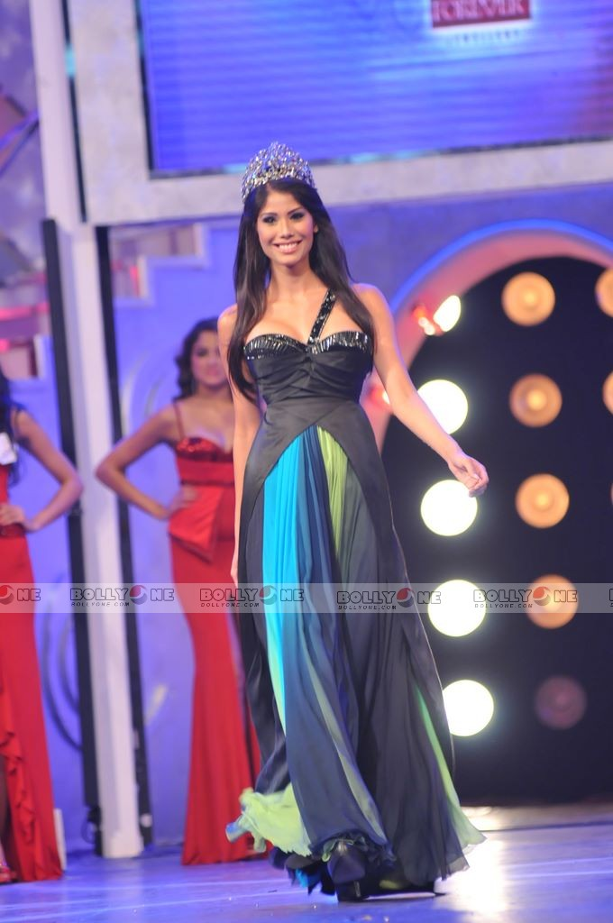 Official thread of MISS EARTH 2010 - Nicole Faria (India) - Page 2 Femina-Miss-India-Finale-18