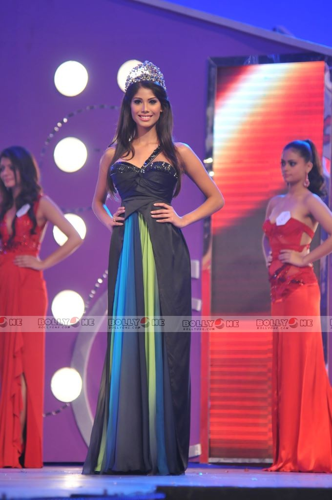 Official thread of MISS EARTH 2010 - Nicole Faria (India) - Page 2 Femina-Miss-India-Finale-19