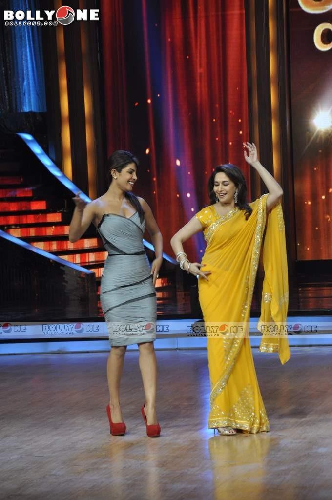 Madhuri Dixit - Stránka 11 Barfi-Star-Cast-2