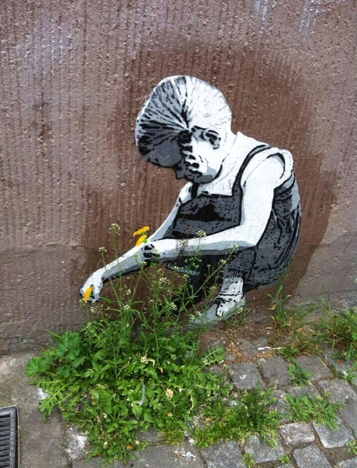 Street art Street-art-interacts-with-nature-10