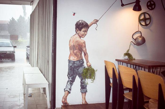 Street art Street-art-interacts-with-nature-29