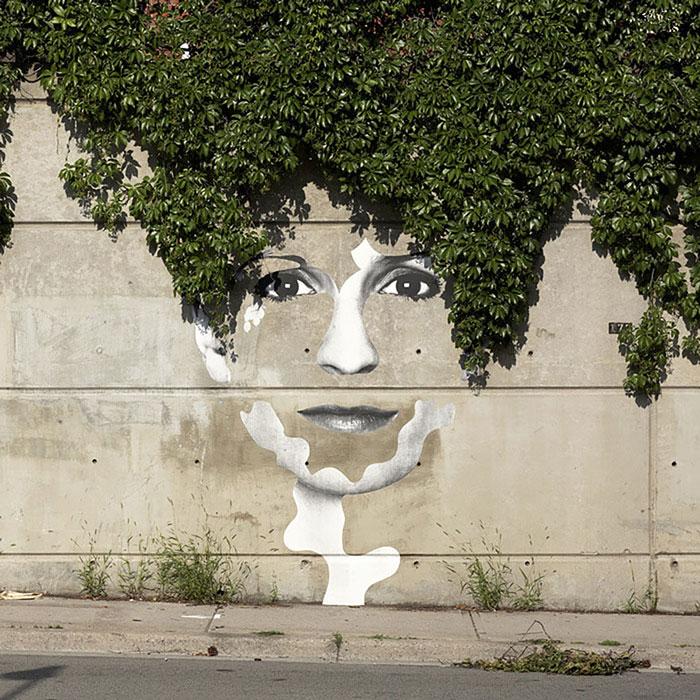 Street art Street-art-interacts-with-nature-30