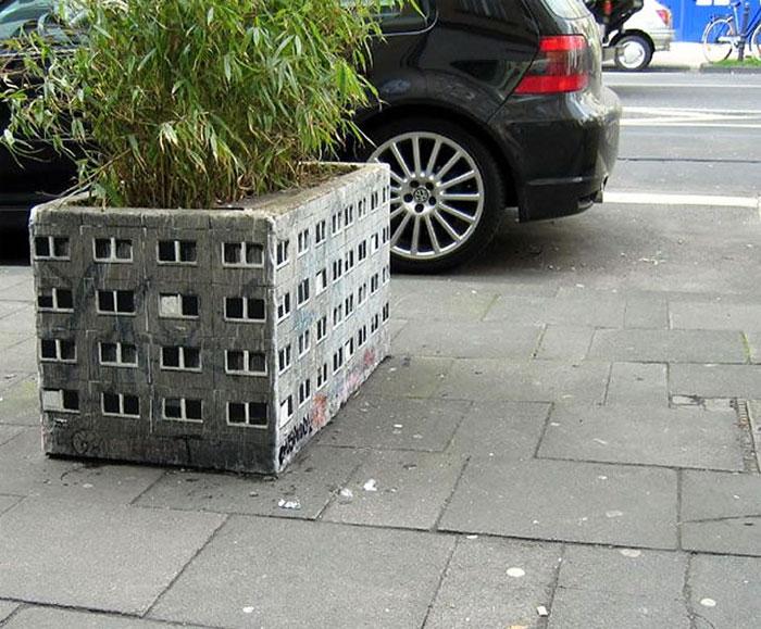 Street art Street-art-interacts-with-nature-32