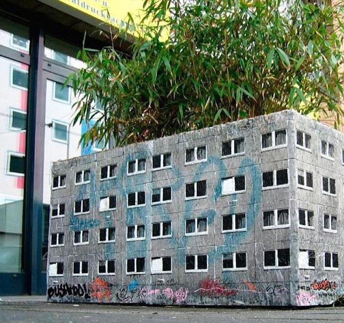 Street art Street-art-interacts-with-nature-33
