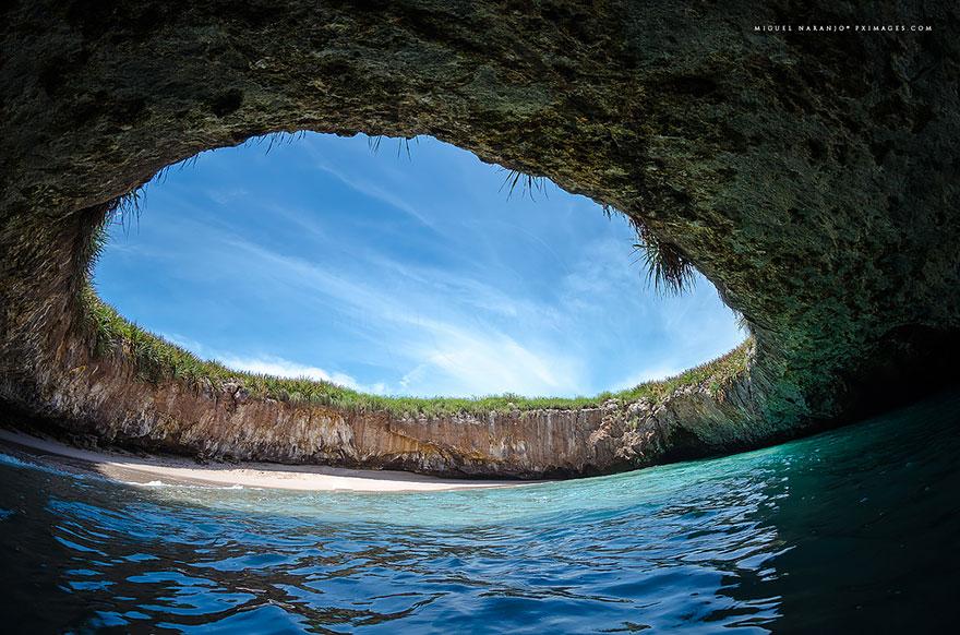 17 Of The Most Unusual Beaches Around The World Amazing-unusual-beaches-13-2