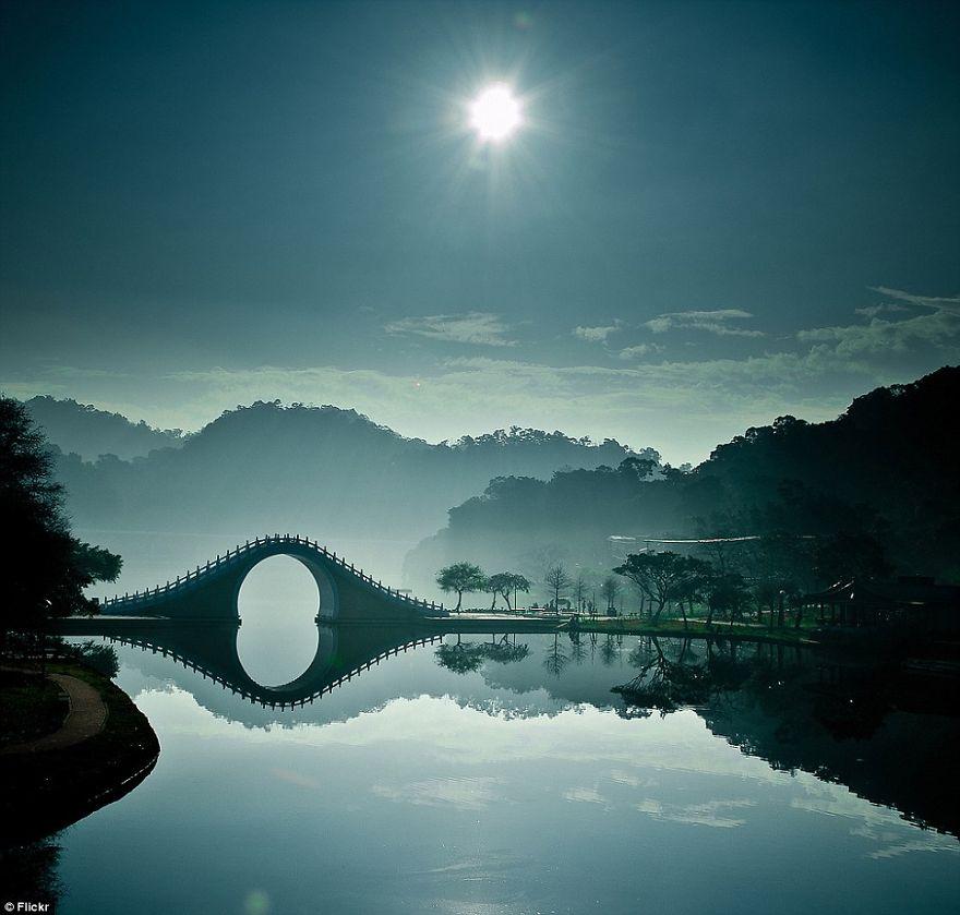 Những cây cầu nên thơ Article-2150450-134B1DA7000005DC-548_964x920__880