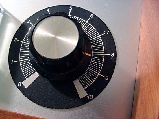 Step Attenuator vs pre-amp Volume-level