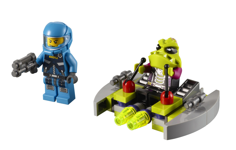 2011 Alien Conquest 7049_lego_alien_striker