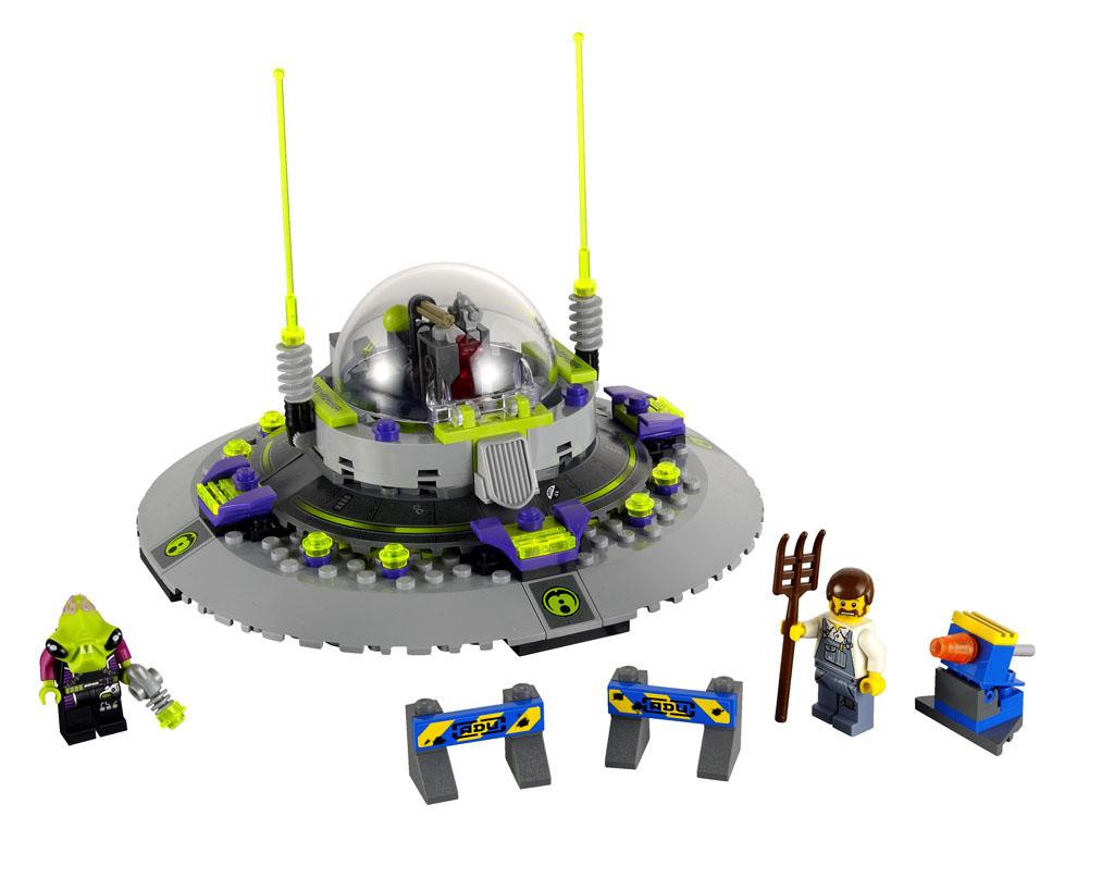2011 Alien Conquest 7052_lego_ufo_abduction