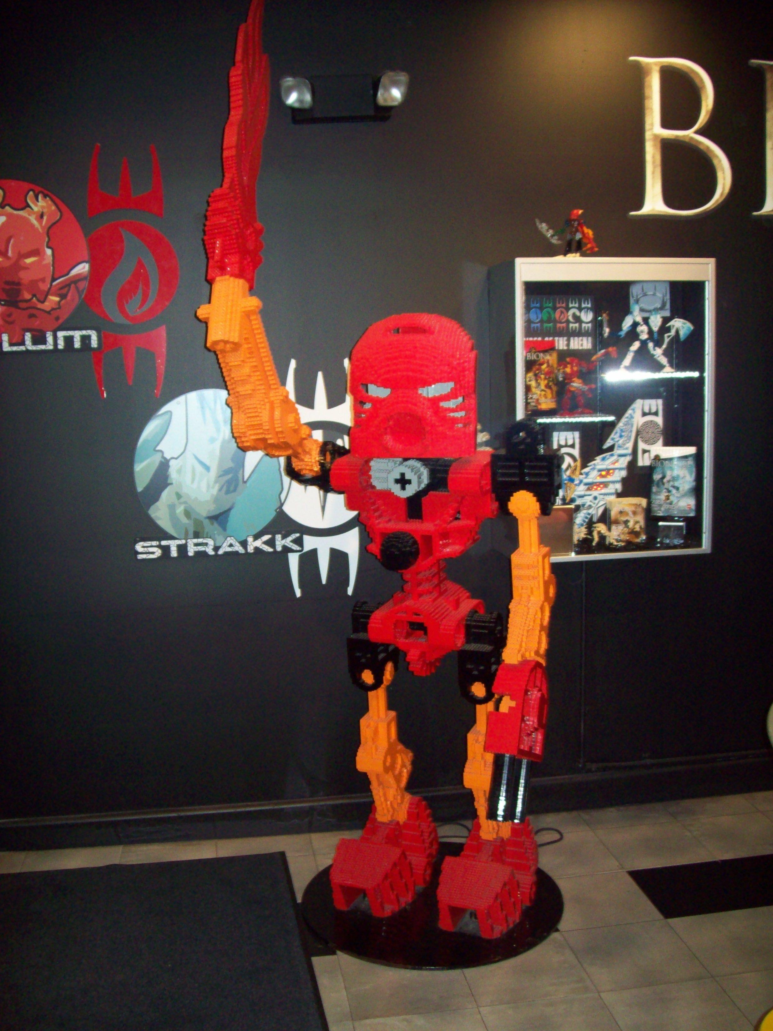 [Lego] Les sculptures en briques ! Lego_tahu_statue