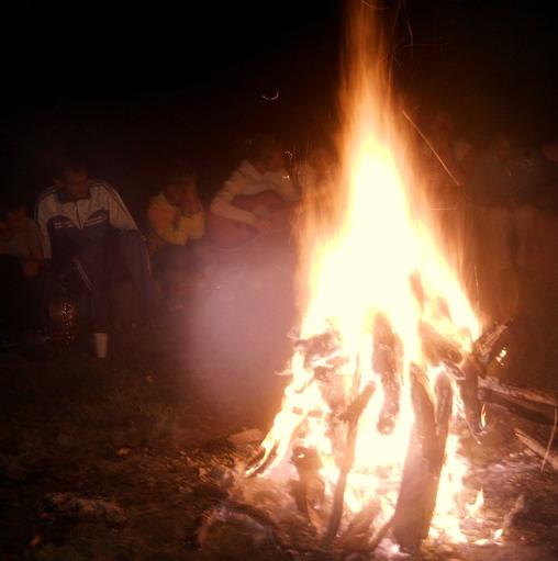 pune poza cere poza - Pagina 16 Foc-de-tabara