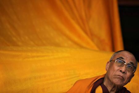 Où est le vrai pouvoir du Dalaï Lama ? Dalai_Lama_a_Tawang_inde_en_novembre_2009-thumb-450x300-36731-f9eeb