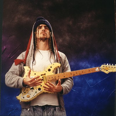 Já viram um Fender Jazz Bass Swiss Cheese model?!! Ron_thal2