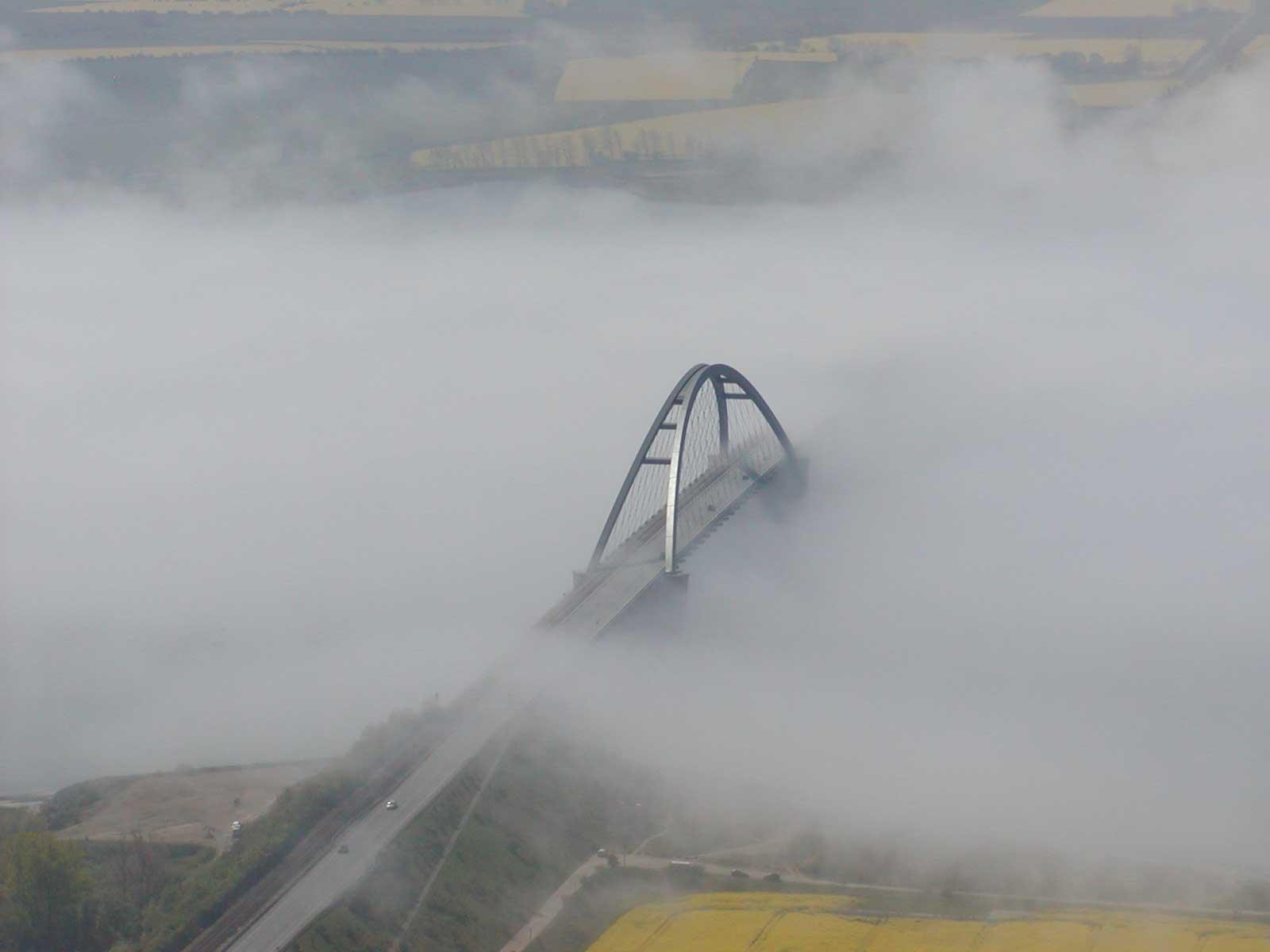 Kroz maglu...  - Page 2 Luftbild_bruecke_nebel_3