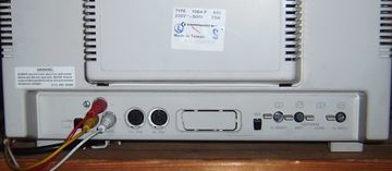 Commodore moniteur 1084 - installation péritel (résolu) 360px-C1084-Bedienung-hinten