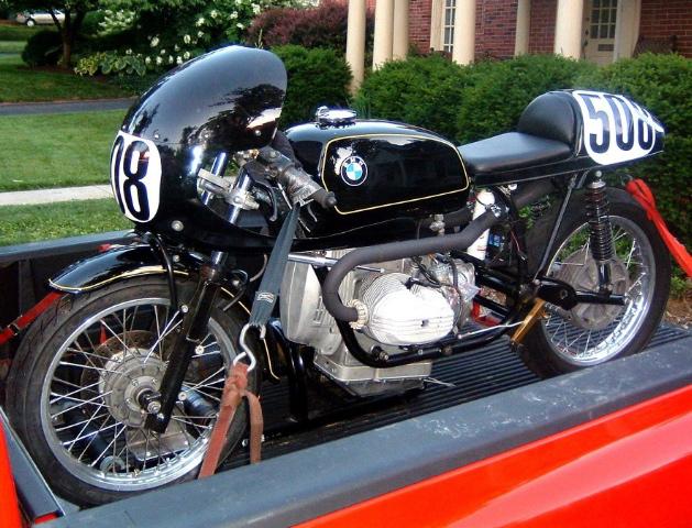 C'est ici qu'on met les bien molles....BMW Café Racer BMWblackbeauty