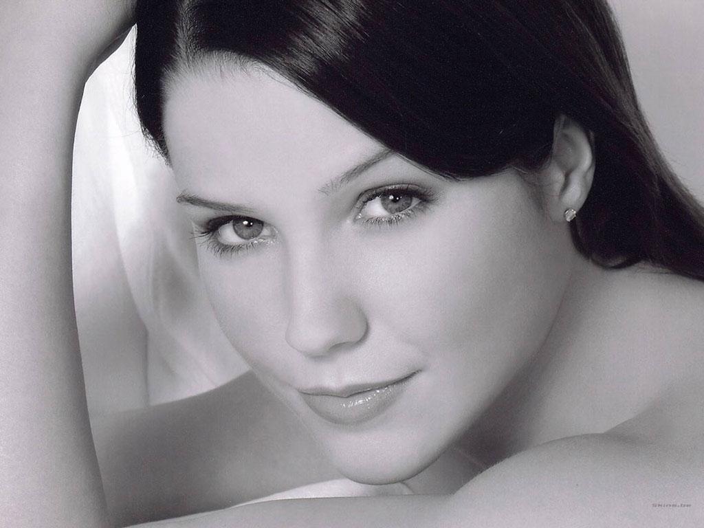 Slike Sophie-Brooke - Page 3 Sophia-bush-1024x768-23065