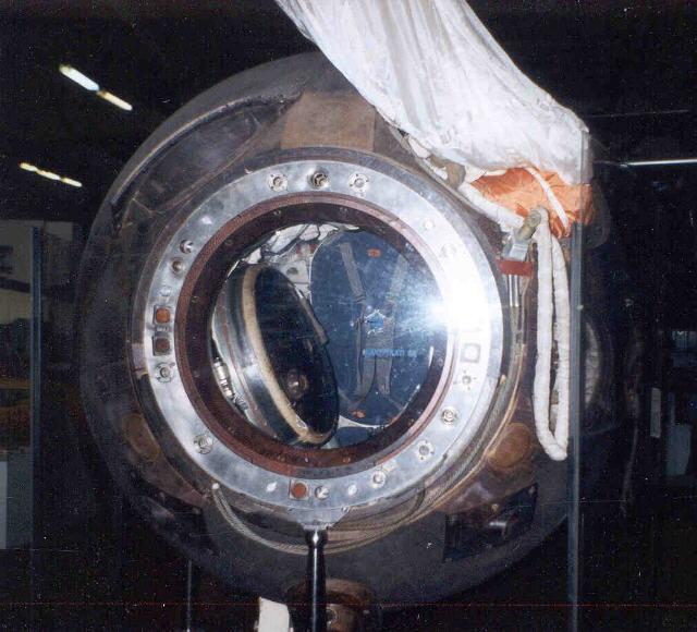 Questions sur les caractéristiques vaisseau Soyouz Expo%20soyouz%2028%2003