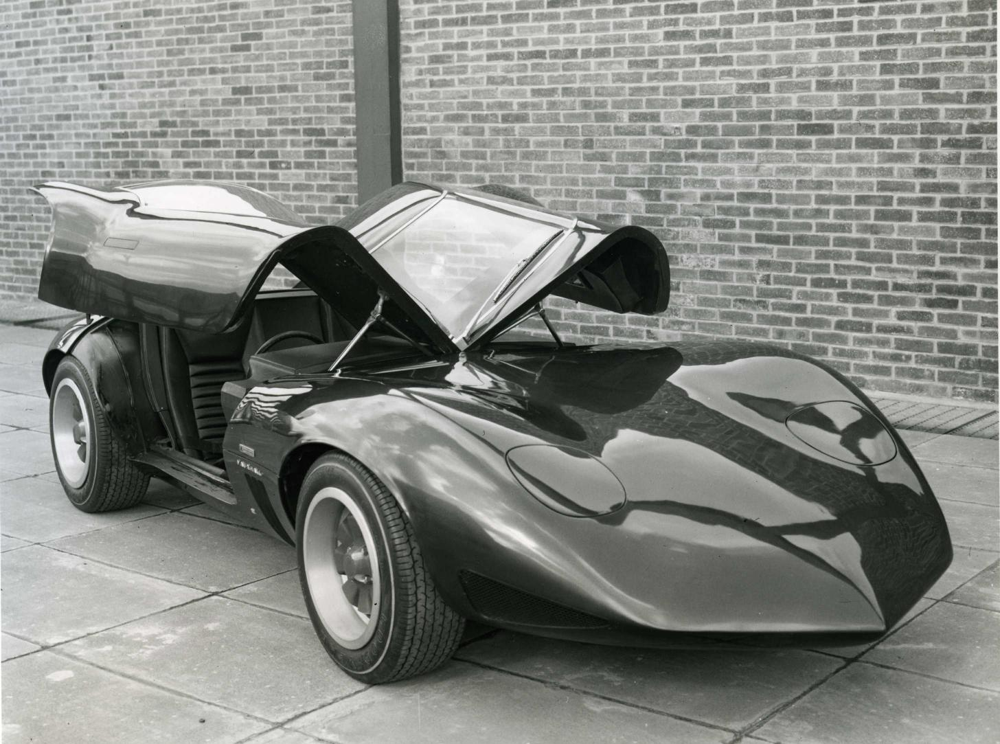 Automobiles you don't see everyday... - Page 3 1966_Vauxhall_XVR_Concept_05