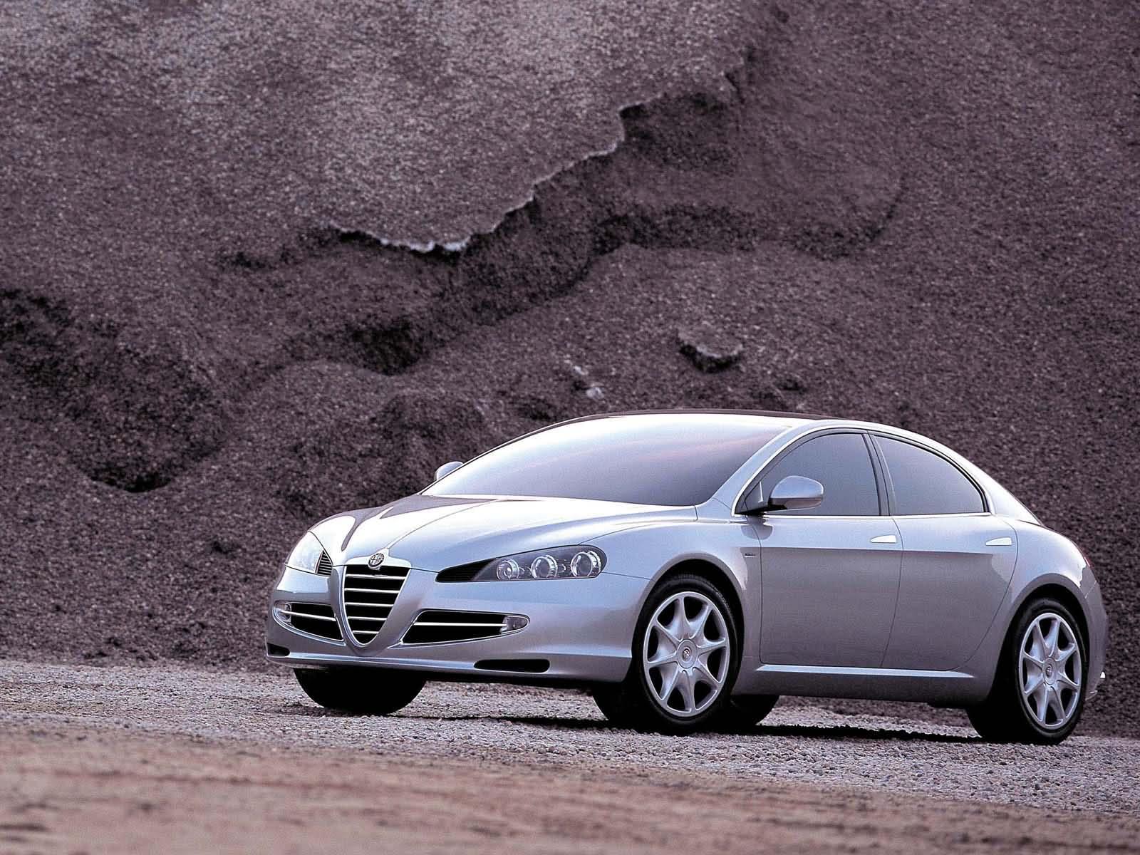 Alfa Romeo164 - Portale 2004_ItalDesign_Alfa-Romeo_Visconti_Concept_02