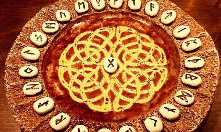 Risultati immagini per rune celtiche