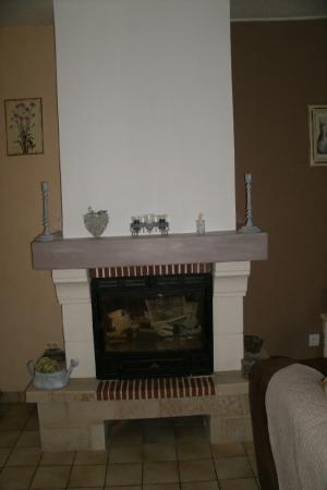 Besoin d'idées pour remoderniser ma cheminée en granit Cheminee-relookee-1293642095