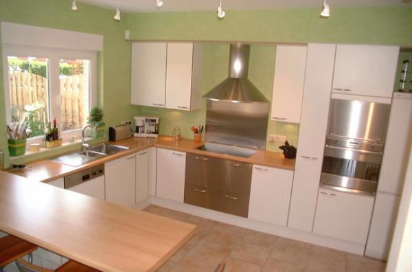 Maison en rénovation, à rafraîchir : Quelles couleurs pour notre séjour/salon/cuisine ouverte ? Cuisine-verte-et-blanche-1283093428