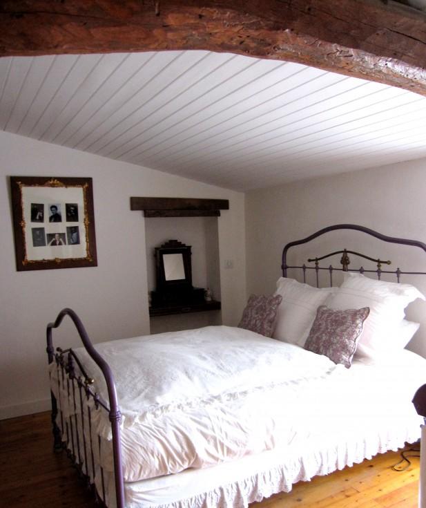 Chambres avec lambris foncé... que faire ? Chambre-romantique-201202231940322l