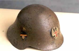 restauracion - Motivos en los cascos de la Guerra Civil y restauración Esp26pin