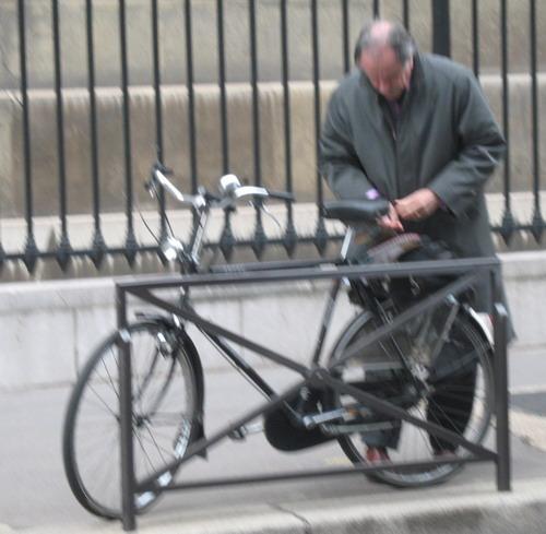 Rendez lui son vélo 070228124501355278