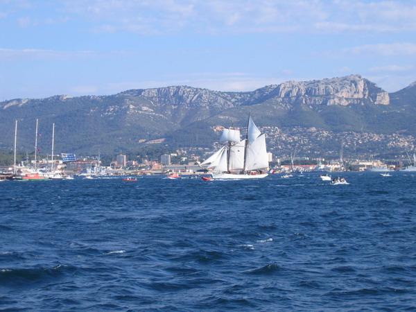 Départ des voiliers de Toulon pour la parade. 070727110539917033