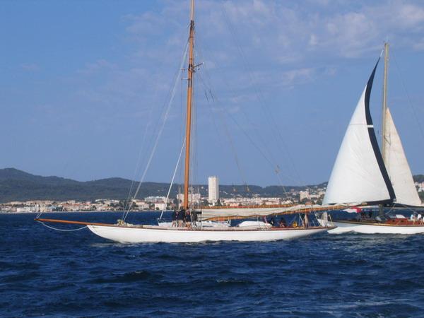 Départ des voiliers de Toulon pour la parade. 070727110807917045