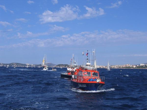 Départ des voiliers de Toulon pour la parade. 070727110942917051