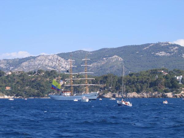 Départ des voiliers de Toulon pour la parade. 070727111028917053