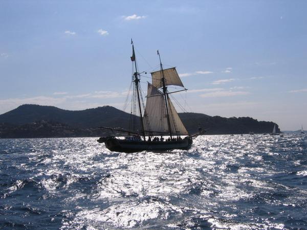 Départ des voiliers de Toulon pour la parade. 070727111128917055