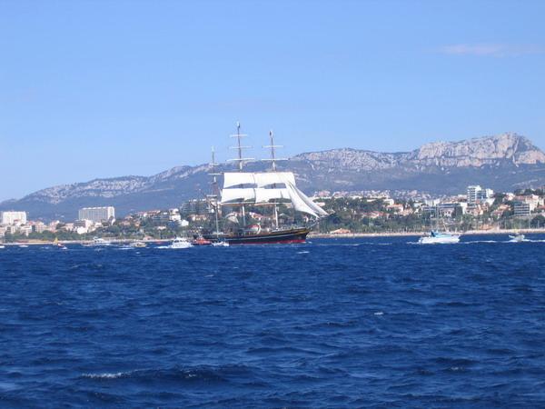 Départ des voiliers de Toulon pour la parade. 070727111236917063