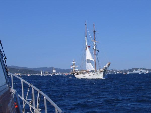 Départ des voiliers de Toulon pour la parade. 070727111519917082